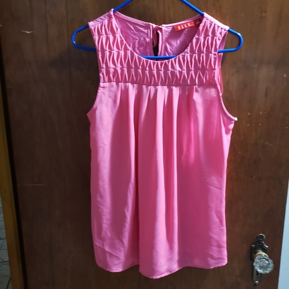 Sleeveless pink shirt